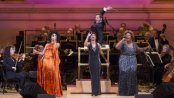 Resized 400 - Sy Smith, Monego Glover and Capathia Jenkins with Steven Reineke conductor of TheNewYorkPops (RichardTermine)
