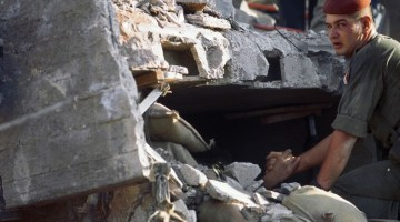 "LIBAN , Beyrouth, attentat du ""Drakkar""contre les parachutistes français. 58 morts. 23/10/1983.photo world Press"