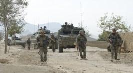 Afghanistan, 28 septembre 2010 : Reconnaissance de l'axe PRT (VNP : vérification de non-polution) par les éléments du génie, appuyés par des éléments VBCI. Crédit photo : Sirpa Terre / ECPAD