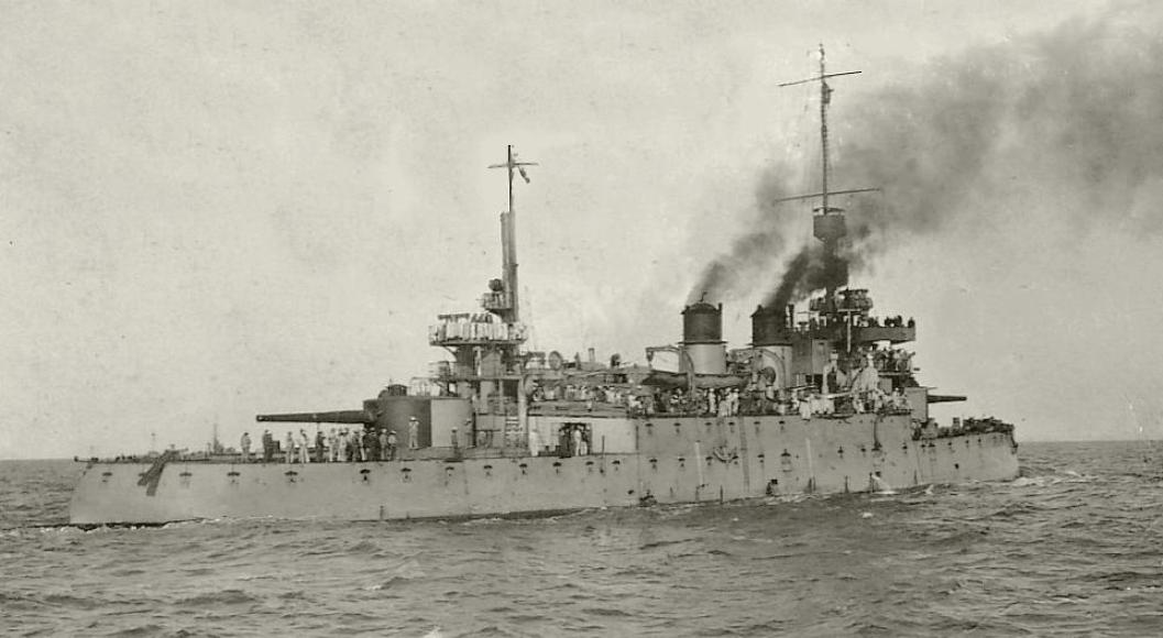 Cuirassé garde-côte REQUIN en 1918, à Port Saïd.