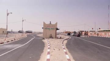 Poste frontière de Guerguerat - Bir Guendouz entre le Maroc et la Mauritanie. Crédit : Stéphane Gaudin