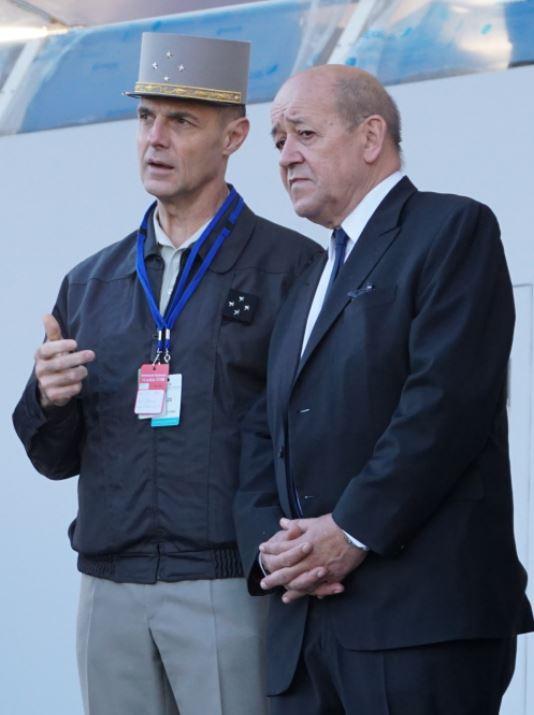 Jean-Yves LE DRIAN et le général de corps d'armée Bruno LE RAY, Gouverneur militaire de Paris. Crédit : Stéphane Gaudin.