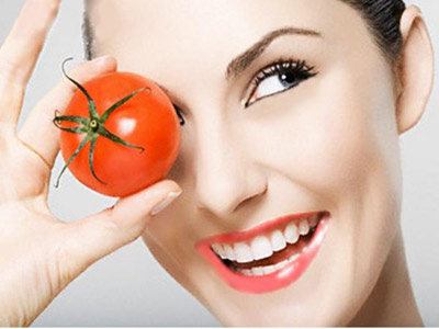beauty with tomato