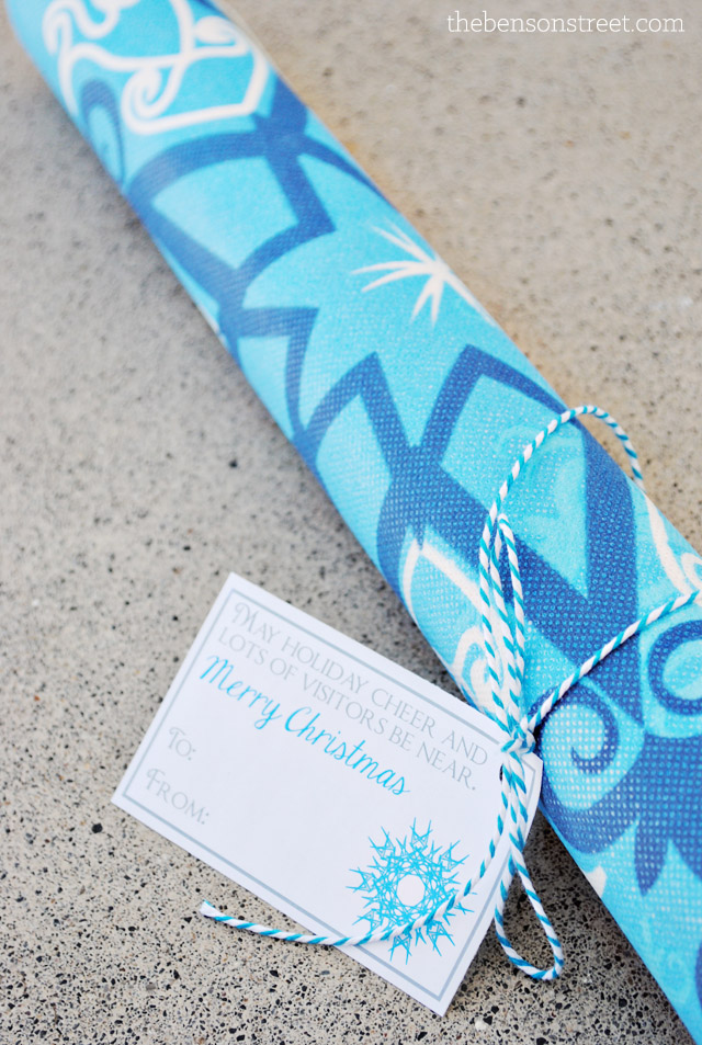 Christmas Neighbor Gift Tag with Door Rug at thebensonstreet.com
