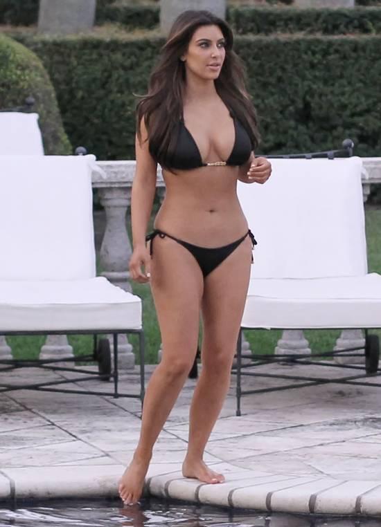 Kim-Kardashian-Bikini-Pool