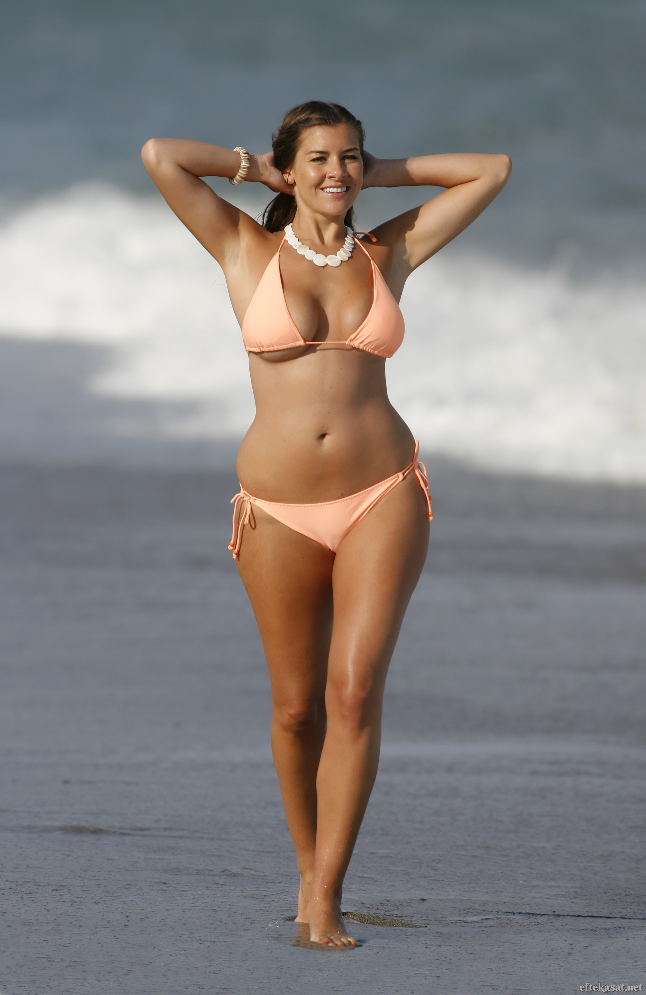 Imogen_Thomas_-_Bikini_candids_Corel-String-Bikini