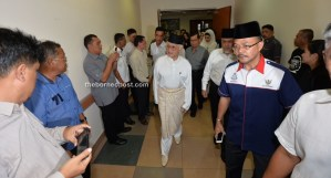 Head of State Tun Pehin Sri Abdul Taib Mahmud arrives at the hospital.