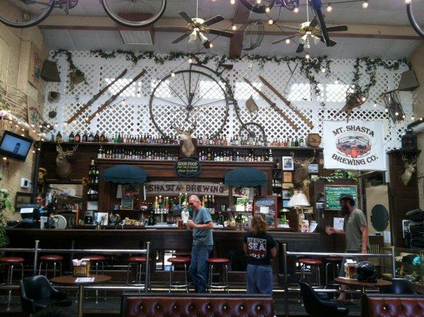Mt. Shasta Brewing main bar