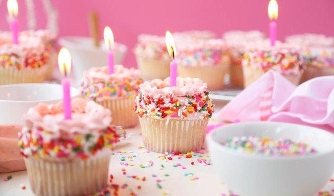 Vanilla Birthday Sprinkle Cupcakes + GIVEAWAY