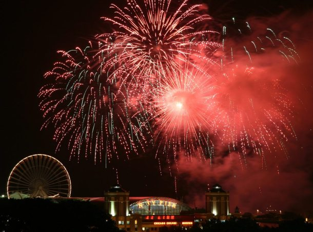 Chicago 4th of July fireworks on Navy Pier