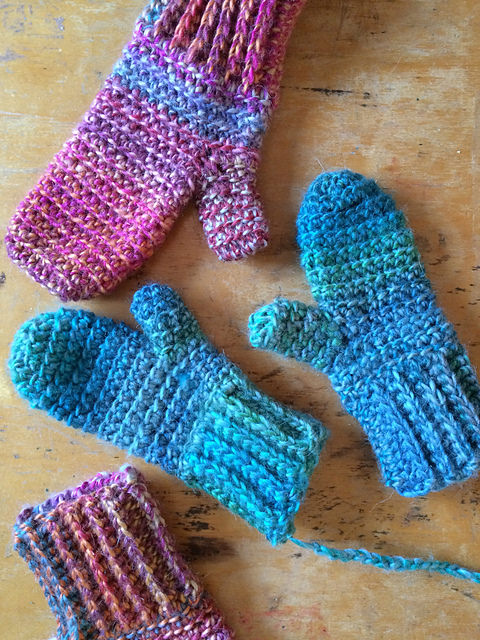 Feliks Mittens by Vicki Brown