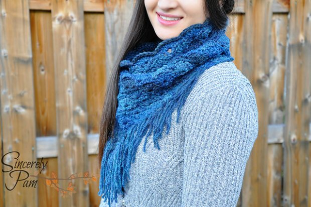Shelby Triangle Cowl by Sincerely Pam
