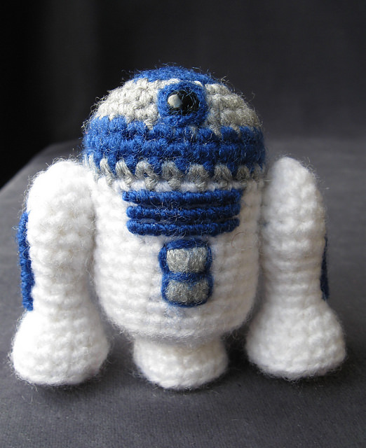 R2-D2 - Star Wars Mini Amigurumi by Lucy Collin