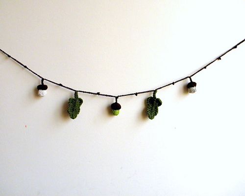 Acorn and leaf lariat garland decoration by Accessorise