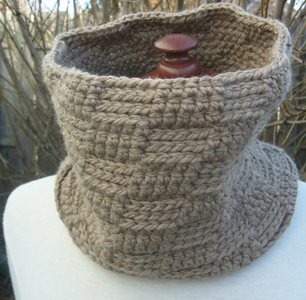The One Cowl by ACCROchet -Julie Desjardins