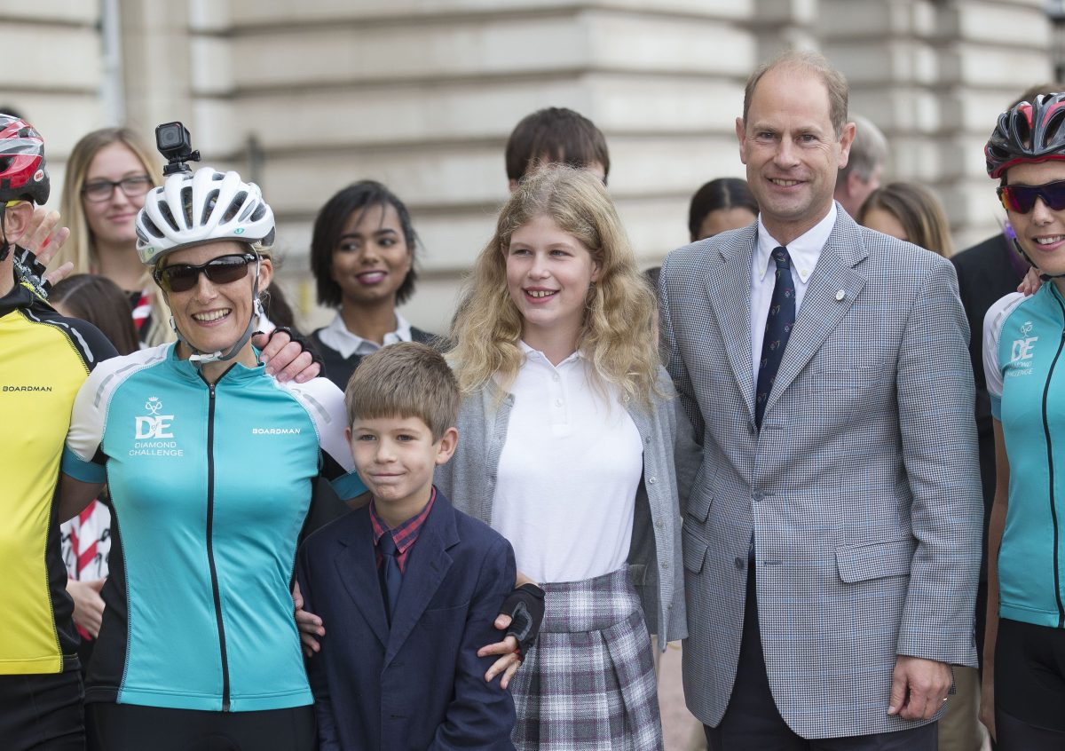 Sophie completes 445 mile cycle from Holyroodhouse to Buckingham Palace