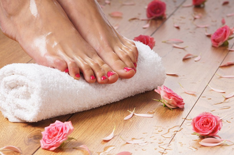 woman-wet-feet-on-a-towel-with-roses