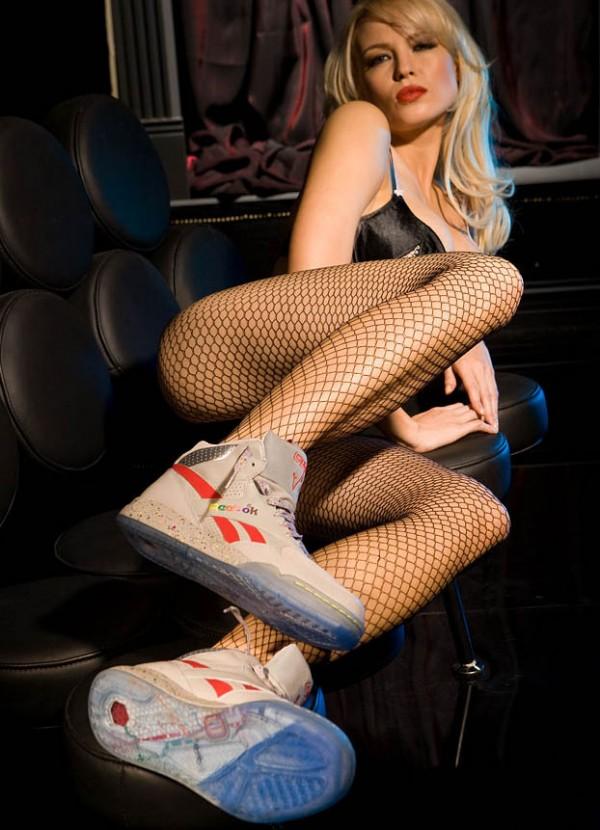 playboy-hot-chicks-cool-kicks-17-600x830