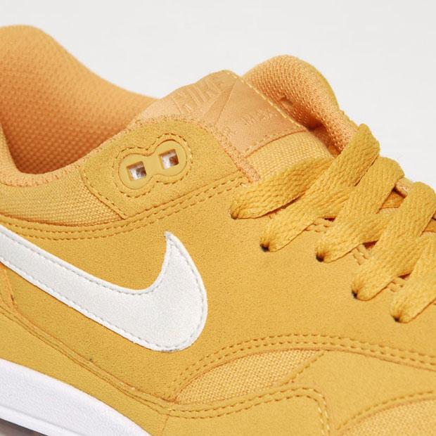 Nike-Air-Max-1-Honeycomb-Blue-Spark-02