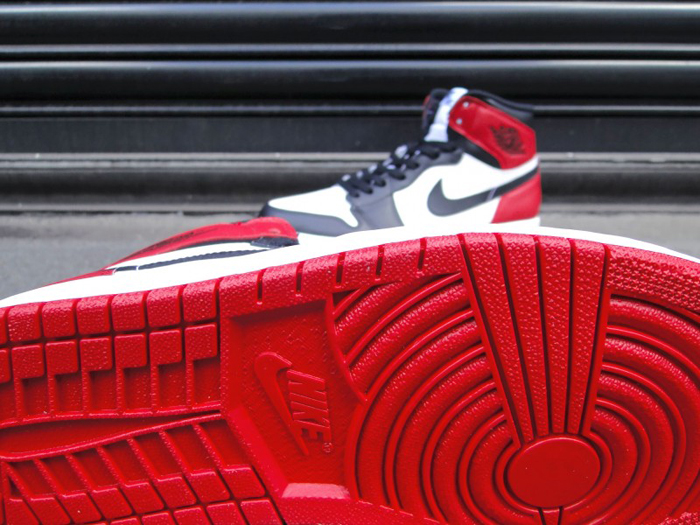Air-Jordan-1-Hi-OG-Retro-Black-Toe-01