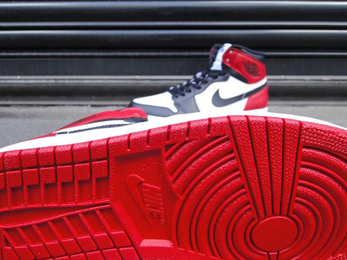 Air-Jordan-1-Hi-OG-Retro-Black-Toe-01