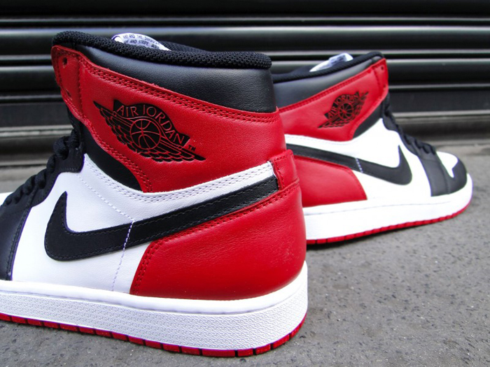 Air-Jordan-1-Hi-OG-Retro-Black-Toe-03