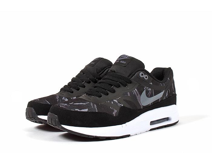 Nike-Air-Max-1-Premium-Tape-Camo-02