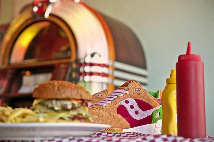 end-x-saucony-shadow-5000-burger-closer-look-2