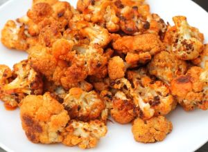 Buffalo Cauliflower Poppers | thedomesticblonde.com