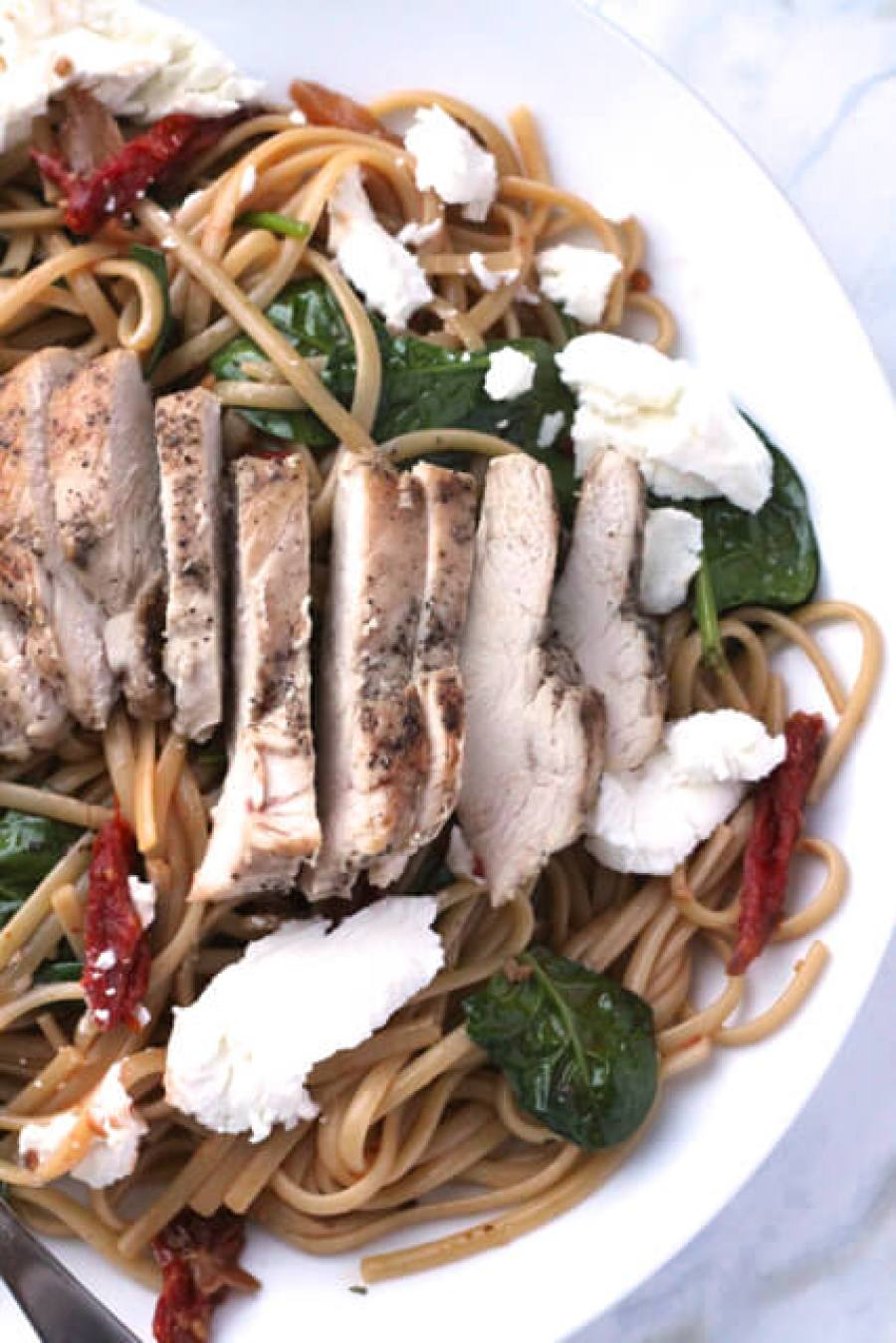 Chicken, Sundried Tomato & Goat Cheese Linguine | thedomesticblonde.com
