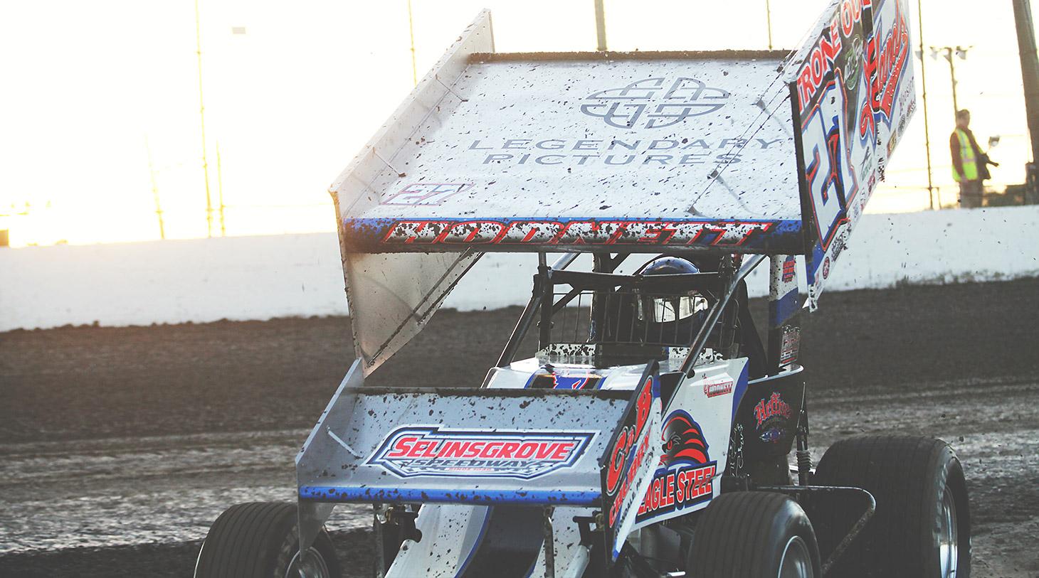 Greg Hodnett driving the no.27 at Volusia Speedway in Florida | Photo: Jeffrey Turford