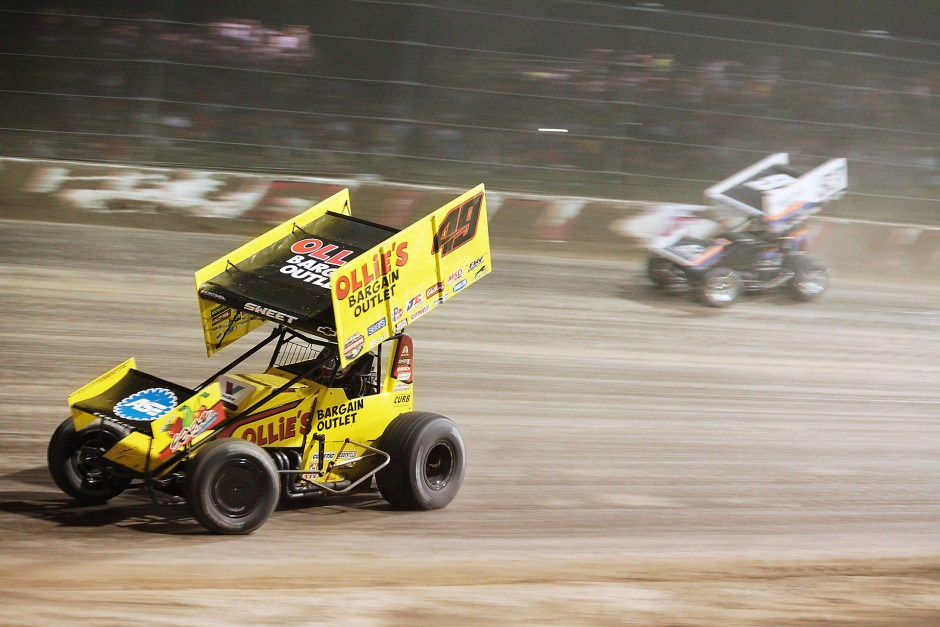 Brad Sweet overtakes Sheldon Haudenschild on the low-side through turn 1
