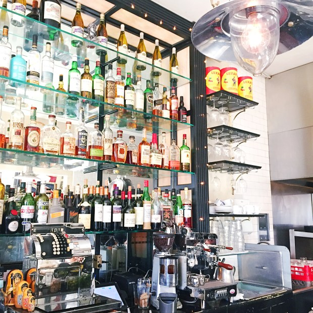 5 San Diego Happy Hours to Try in April - Jayne's Gastropub | The ELL Blog