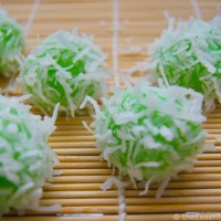 Klepon- Sweet Rice Balls Stuffed with Sugar