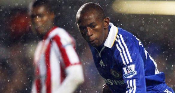 Chelsea's Brazilian player Mineiro (C) p