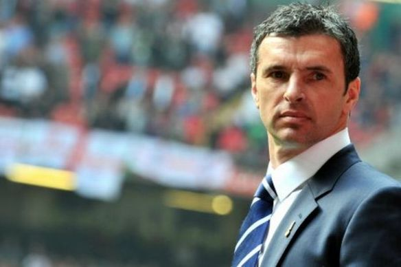 gary-speed-as-manager-of-wales-image-1-511204481-1997104