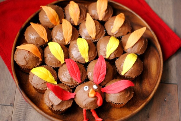 Thanksgiving cupcakes with fondant turkey feathers