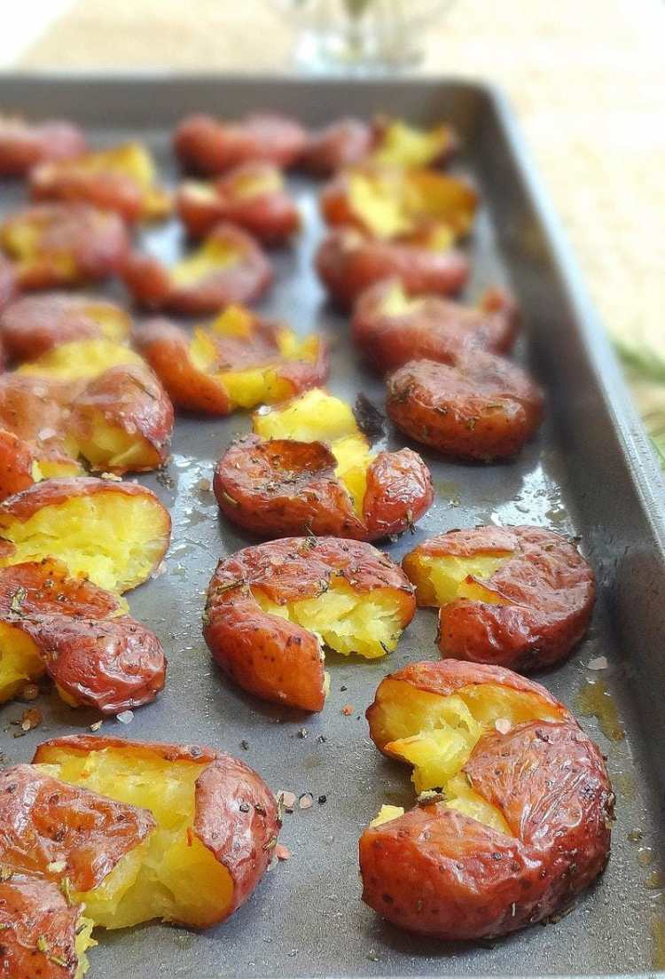 Smashed Rosemary Potatoes - Roasted, Crispy and Delightful - from ...