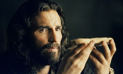 The Passion of the Christ draws parallels between Christ offering himself in the Eucharist and on the cross.