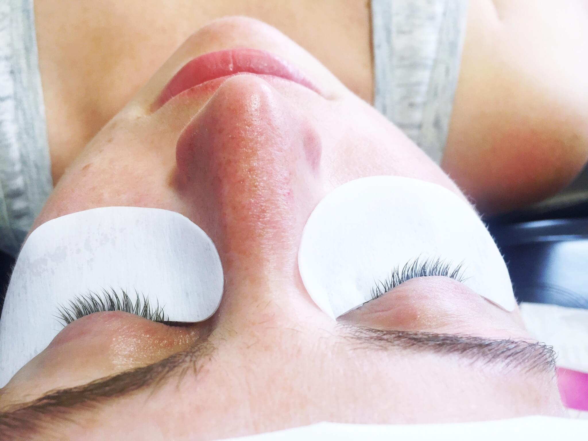 Eyelash Extensions--BEFORE // Lashes By Lola // www.thehisfor.com