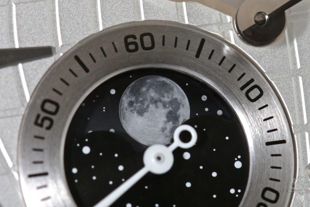 girard-perregaux-traveler-moon-4