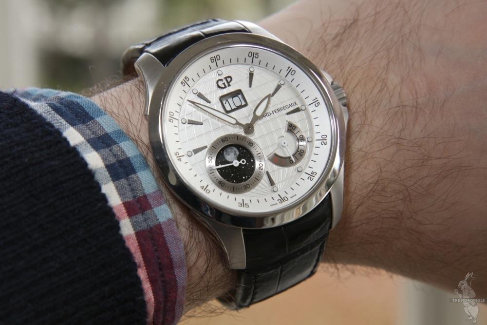 girard-perregaux-traveler-moon-wrist