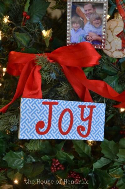 DIY Joy Wood plaque Christmas ornaments