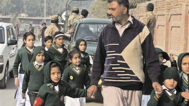 Militants blow up primary school