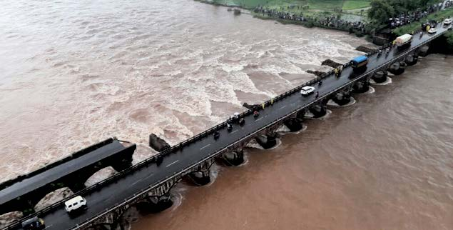 An old bridge connecting to the Mumbai-Goa highway collapsed and was washed away by the Savitri river.
