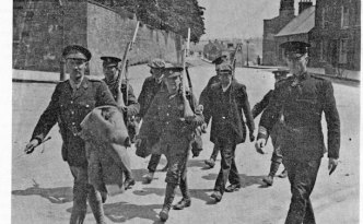 British troops escort prisoners in Dublin, 1916.
