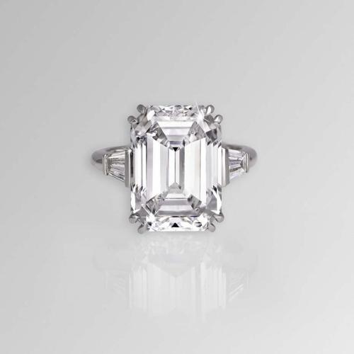 Medium Of Emerald Cut Diamond