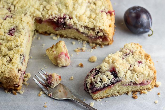 Quick Plum Streusel Cake (Pflaumenkuchen)