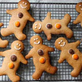 gingerbread men, gingerbread biscuits,, gingerbread cookies, cookies, kids biscuits, kids snacks, christmas cookies, ginger cookies, ginger biscuits, royal icing, family snacks