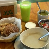 soup-bread-and-drink-yug-vegetariano